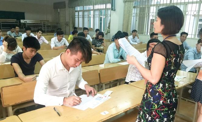 Lao động thi tiếng Hàn để được sang Hàn Quốc làm việc năm 2016. Ảnh: Phạm Thanh.