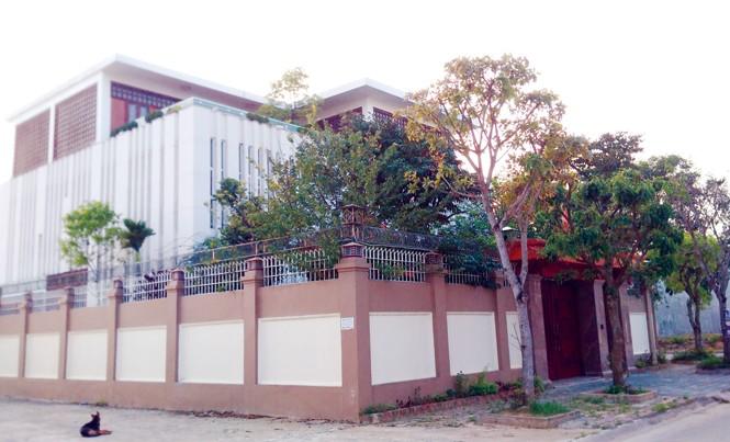 Biệt thự 3 mặt tiền của gia đình bà Quỳnh Anh ở khu đô thị Bình Minh, TP Thanh Hóa. Ảnh: M.Đ.