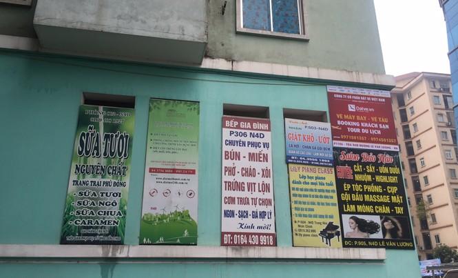 Khu đô thị Trung Hoà - Nhân Chính (Cầu Giấy) giăng đầy quảng cáo của các doanh nghiệp trong khu dân cư.