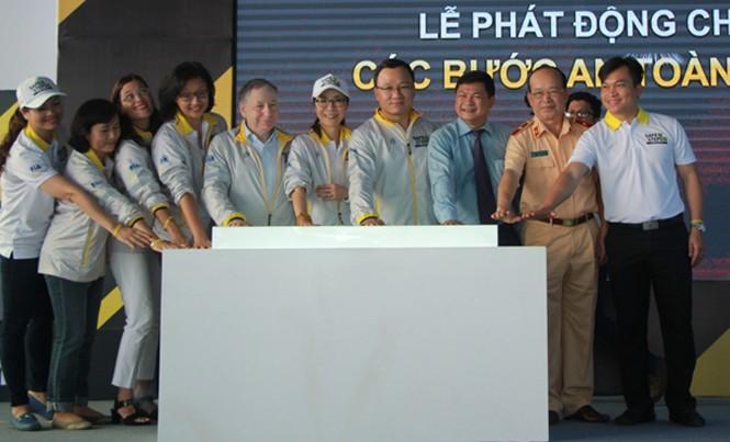 Đại sứ Dương Tử Quỳnh cùng các đại biểu khởi động dự án Safe Steps tại TPHCM.