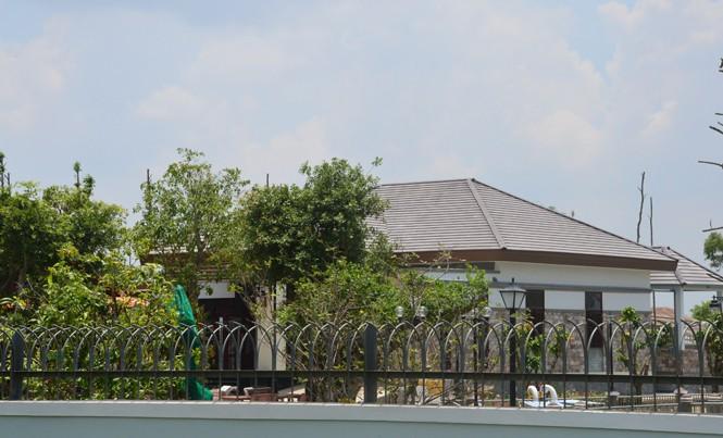 Ngôi biệt thự hoành tráng xây dựng trái phép của ông Đặng Văn Ngọ đang trong giai đoạn hoàn thiện.