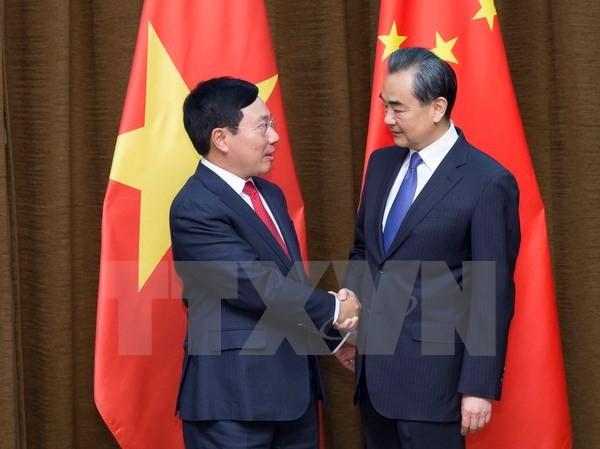 Phó Thủ tướng , Bộ trưởng Ngoại giao Phạm Bình Minh (trái) và Bộ truởng Ngoại giao Trung Quốc Vương Nghị (phải) tại cuộc gặp ở Bắc Kinh, Trung Quốc ngày 18/4. (Nguồn: THX/TTXVN)