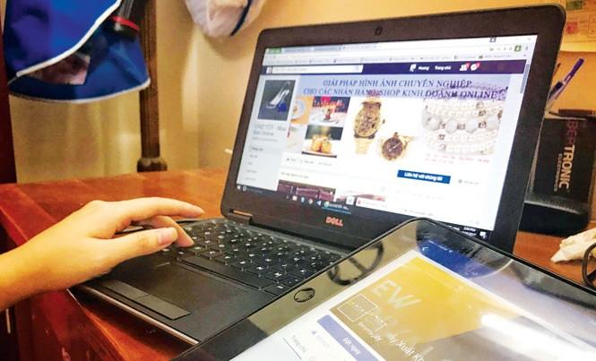 Hà Nội đang có gần 17.000 tài khoản kinh doanh trên trang mạng xã hội Facebook. Ảnh: T.H.
