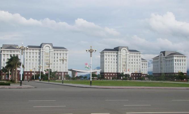 Trụ sở UBND tỉnh Lai Châu nằm trong trung tâm hành chính - chính trị. Ảnh: Hồng Vĩnh.