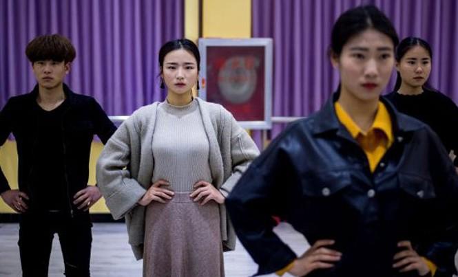 Lớp học khiêu vũ tại trường Cao đẳng Thương mại và Công nghiệp Nghĩa Ô. Nguồn:Today Online.