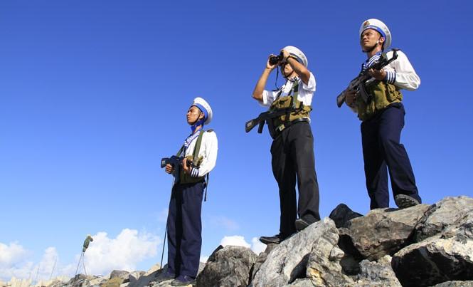 Các chiến sĩ trẻ ở Trường Sa. Ảnh: Trường Phong.