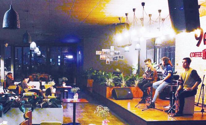 Thu phí âm nhạc tại các cơ sở kinh doanh khách sạn, quán bar, cà phê đúng luật nhưng phải theo thỏa thuận.