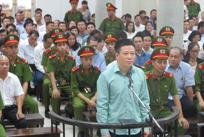 Hà Văn Thắm trả lời HĐXX.