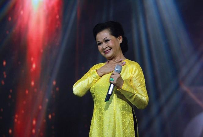 Đêm 9/9 đánh dấu chuyến lưu diễn xuyên Việt và làm từ thiện dài hơi nhất của Khánh Ly. Ảnh: N.M.Hà.
