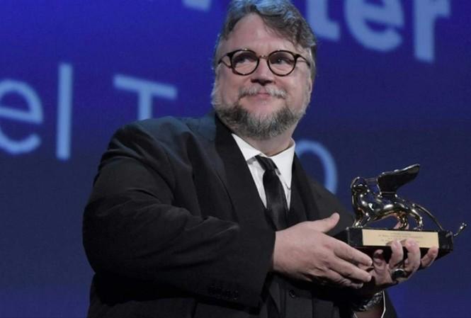 Đạo diễn Guillermo del Toro nhận Sư tử vàng với phim tình yêu giữa người và quái vật.