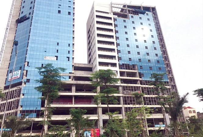 Khu liên cơ quan hành chính Hà Nội đang hoàn thiện trên đường Võ Chí Công. Ảnh: Minh Tuấn.