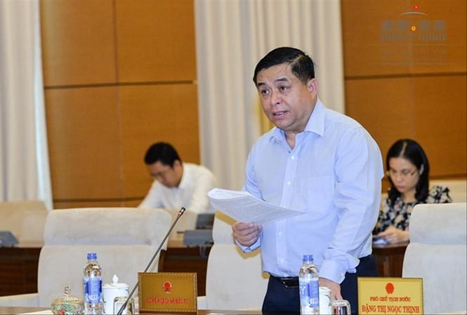 Bộ trưởng Bộ KH&ĐT Nguyễn Chí Dũng báo cáo tại phiên họp. Ảnh: QH.