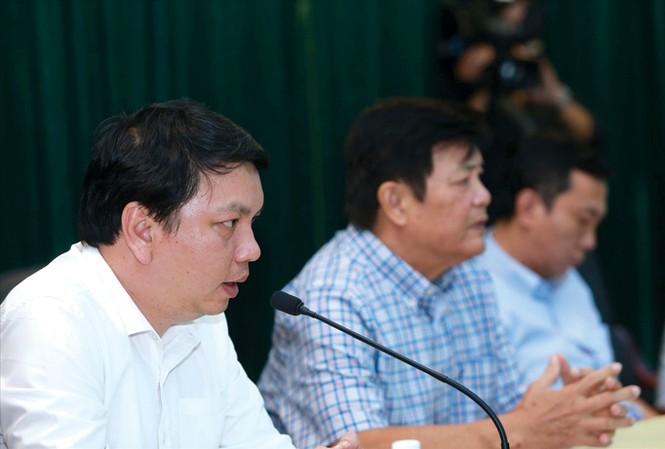Tổng thư ký VFF Lê Hoài Anh trả lời báo chí sau cuộc làm việc của VFF, Hội đồng HLV quốc gia và HLV Hữu Thắng. Ảnh: VSI.