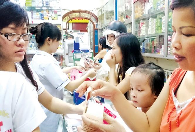 Ông Nguyễn Duy Thuận, Phó viện trưởng Viện nghiên cứu Kinh tế y tế và Quản trị bệnh viện TPHCM, nói rằng, người bệnh không cần thuốc, họ cần hết bệnh. Ảnh: Như Ý.