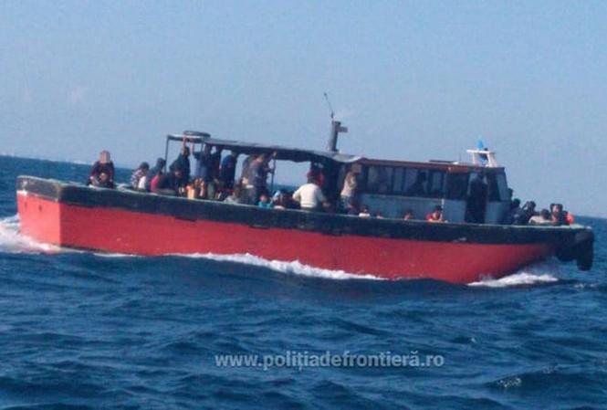 Ngày càng nhiều thuyền tị nạn vượt biển Đen vào Romania (Ảnh do cảnh sát biển Romania cung cấp).