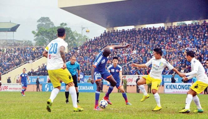 Quảng Ninh (áo xanh) và Hà Nội T&T