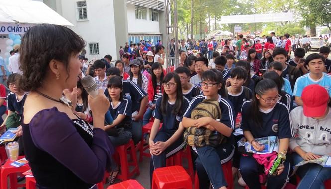 Hàng nghìn học sinh và giáo viên đang băn khoăn trước dự thảo về kỳ thi Quốc gia. Ảnh: N.D