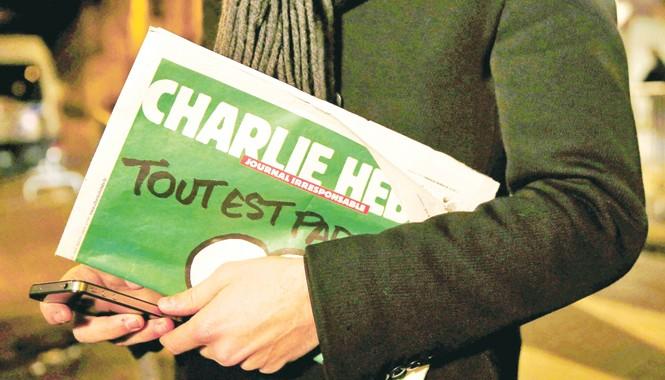 Số báo mới nhất của Charlie Hebdo được phát hành với 6 thứ tiếng. Ảnh: Huffington Post