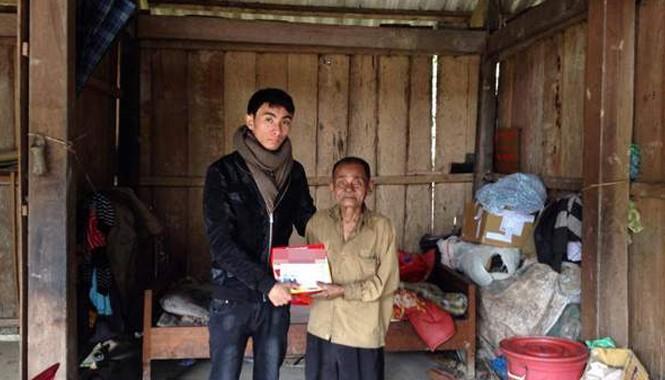 Ngọc trong chuyến đi trao quà từ thiện tại Minh Hóa, Quảng Bình. Ảnh nhân vật cung cấp