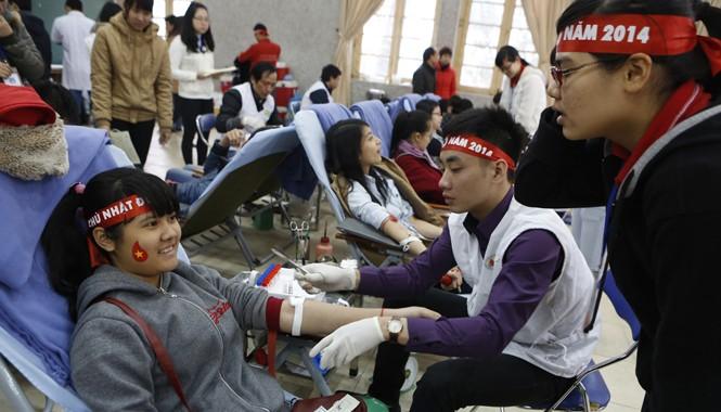 Chương trình hiến máu tình nguyện Chủ nhật Đỏ năm 2014. Ảnh: Hồng Vĩnh
