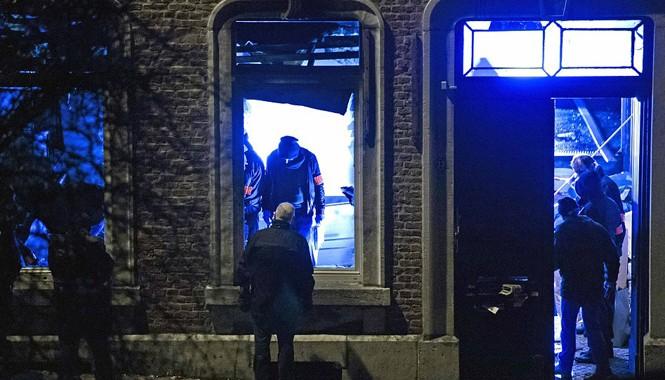 Cảnh sát Bỉ tiến hành hàng loạt cuộc đột kích chống khủng bố khắp đất nước. Ảnh: Getty Images