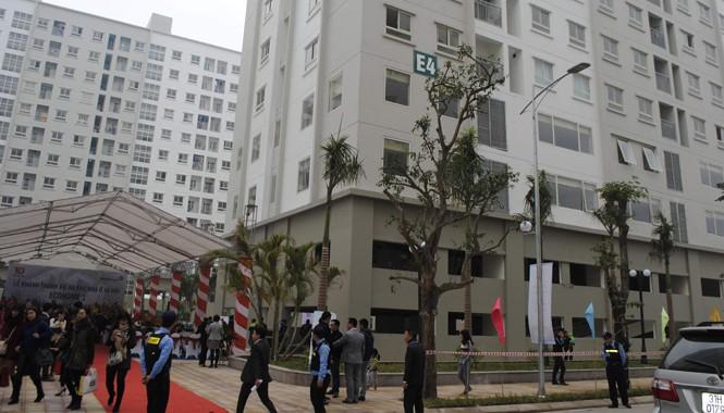 Nhà xã hội thuộc dự án Ecohome 1 (đô thị Bắc Cổ Nhuế - Chèm) được người mua nhà chào đón. Ảnh: Minh Tuấn