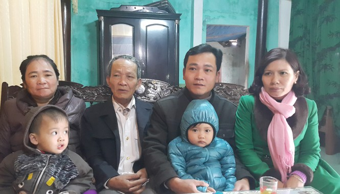Gia đình của người lính biển Nguyễn Hữu Minh trong một lần đoàn tụ hiếm hoi