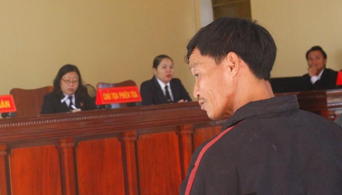 Ông Nguyễn Công Hương chậm phát triển, tâm thần mức độ nhẹ ngơ ngác tại phiên tòa phúc thẩm