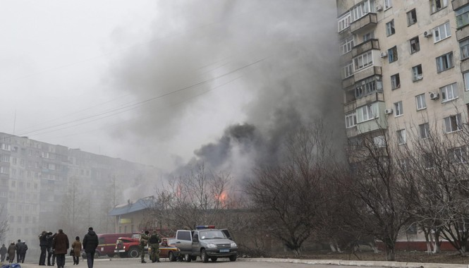 Hàng chục người thiệt mạng, bị thương khi thành phố Mariupol bị bắn phá mấy ngày qua. Ảnh: NBC News