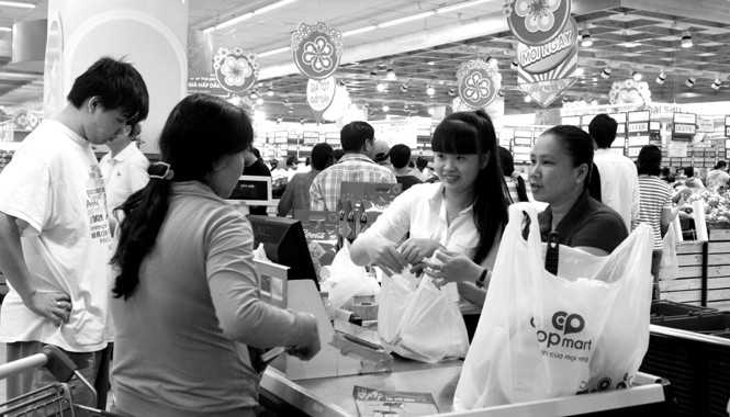 Đông đảo khách hàng sử dụng dịch vụ đặt và giao quà Tết cho người thân của Co.opmart