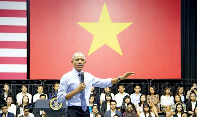 Tổng thống Obama trò chuyện với các thủ lĩnh trẻ Việt Nam. Ảnh: Đại Dương
