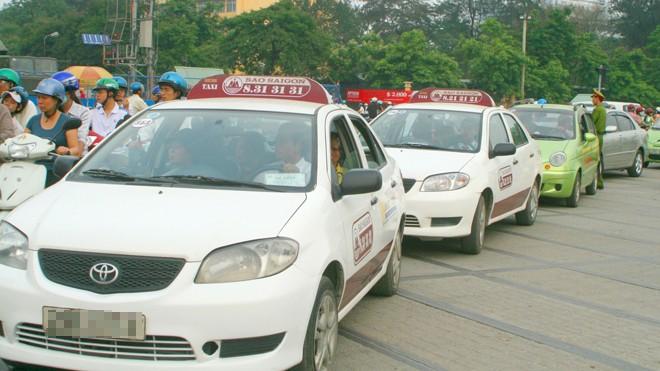 Với 52 xe/km2, taxi Hà Nội đang vượt lưu lượng taxi một số thành phố lớn trong khu vực. Ảnh: Anh Trọng