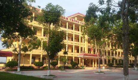 Trường THPT Dương Đình Nghệ đã đình chỉ học một tuần đối với nữ sinh tham gia đánh nhau.