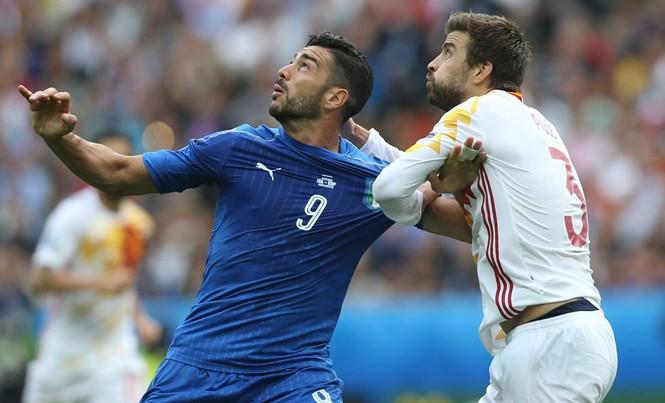 Tây Ban Nha (phải) rất muốn thắng Italia trong trận đấu ngày mai. Ảnh: GETTY IMAGES