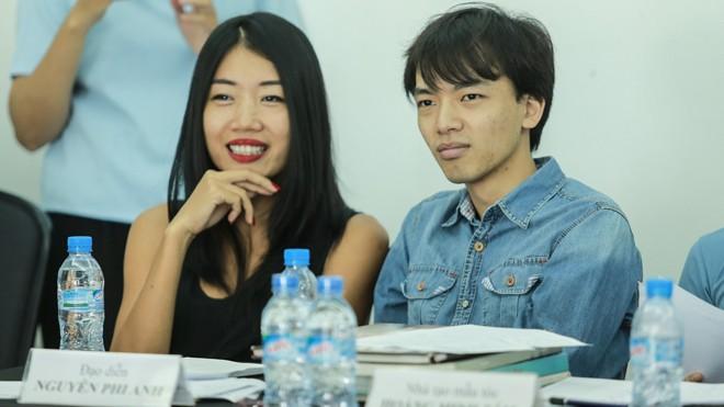 Giám khảo Nguyễn Phi Phi Anh (trái) đang tuyển người mẫu.