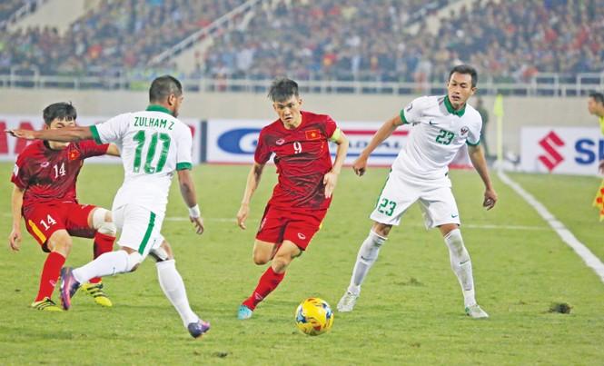 Sau trận đấu với Indonesia, Công Vinh chính thức chia tay bóng đá. Cầu thủ người xứ Nghệ được cho là giàu nhất giới cầu thủ và đã bỏ két khoảng 30 tỷ đồng từ những lần thay đổi CLB. Ảnh: Như Ý