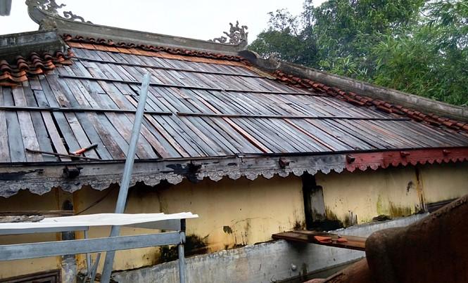 Ngôi nhà tăng tại chùa Thánh Duyên bị tháo dỡ phần mái sau một năm không lợp lại. Ảnh: Ng.Văn