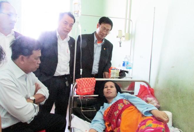 Đại diện Liên đoàn luật sư Việt Nam làm việc với luật sư Tiết tại bệnh viện