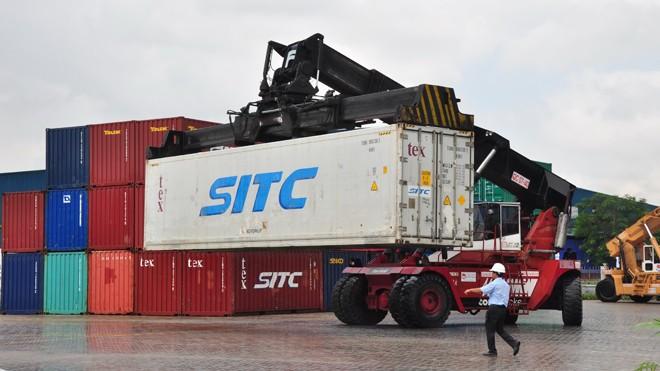 Hàng hóa tại cảng Thốt Nốt, Cần Thơ. Ảnh: Hòa Hội
