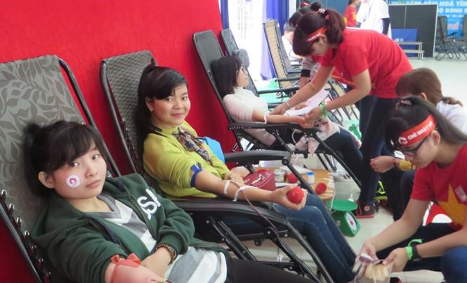 Nhóm bạn trẻ mê hiến máu