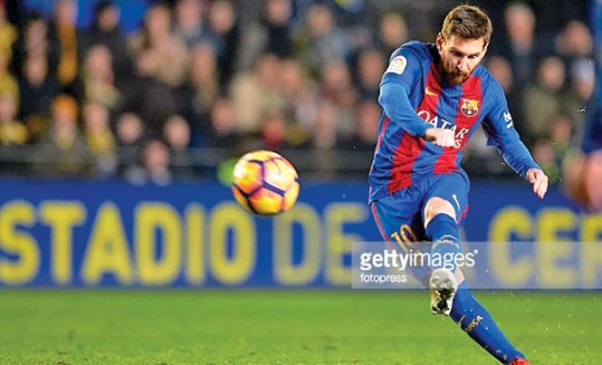 Messi có màn khởi đầu năm mới cực kỳ ấn tượng với những bàn thắng liên tiếp từ các cú sút phạt. Ảnh: Getty Images