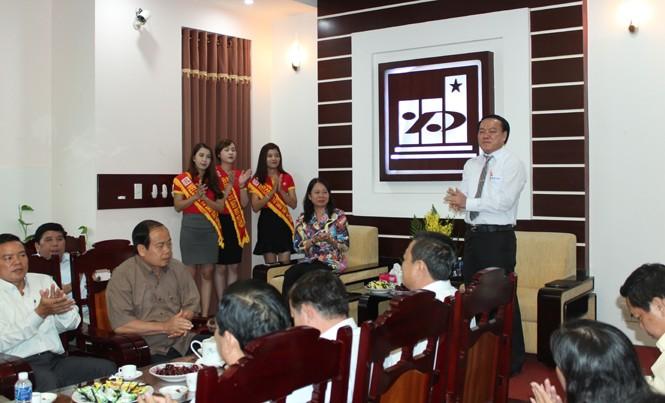 Bà Võ Thị Ánh Xuân, Bí thư Tỉnh ủy An Giang (trái) và ông Lê Thanh Thuấn, Chủ tịch HĐQT - Tổng Giám đốc Tập đoàn Sao Mai (phải) tại buổi làm việc.