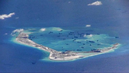 Hình ảnh các tàu nạo vét của Trung Quốc xuất hiện trên biển Đông