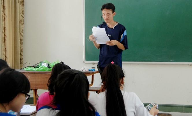 Hoàng Đình Quang tại lớp dạy ôn thi ĐH miễn phí cho học sinh nghèo