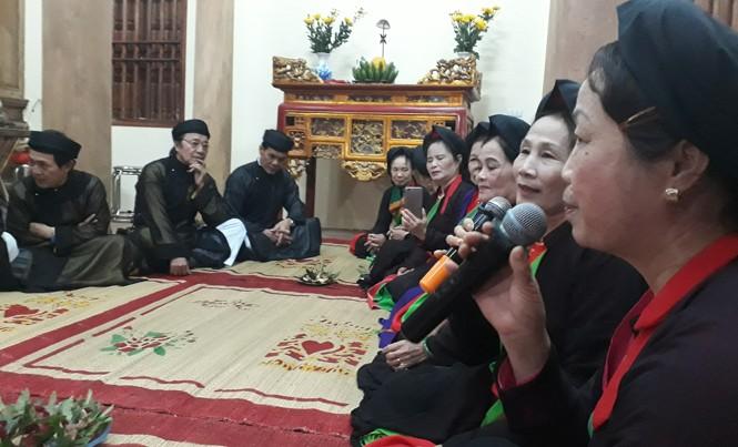 Một canh hát lề lối trong nhà chứa quan họ