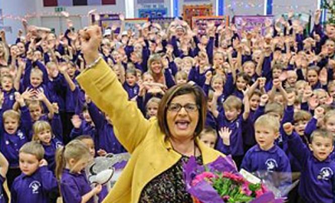 """Cô Pepe Hart trở thành người đầu tiên thắng kiện ở Anh sau khi bị """"ném đá"""" trên mạng xã hội. Ảnh: Telegraph"""