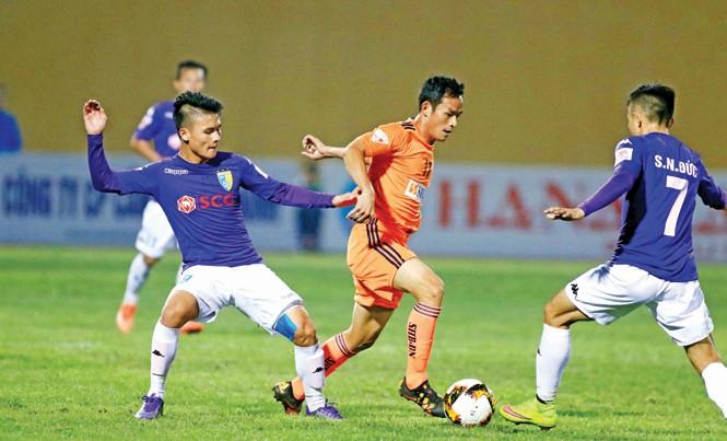 Quang Hải (trái) được trông chờ giúp CLB Hà Nội vượt qua Hải Phòng trong trận đấu chiều nay trong hoàn cảnh thiếu vắng bộ đôi Gonzalo-Samson. Ảnh: VSI
