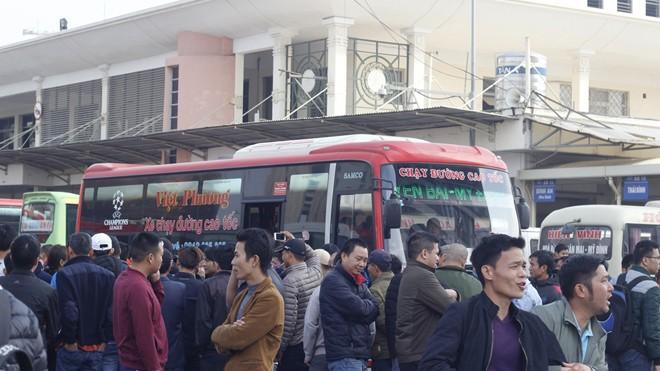 Sở GTVT Hà Nội đình chỉ 12 xe khách không thực hiện lệnh điều chuyển. Ảnh: Nguyễn Hoàn