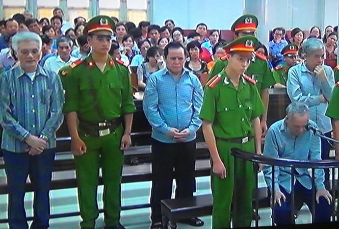 Các bị cáo trong phiên xử