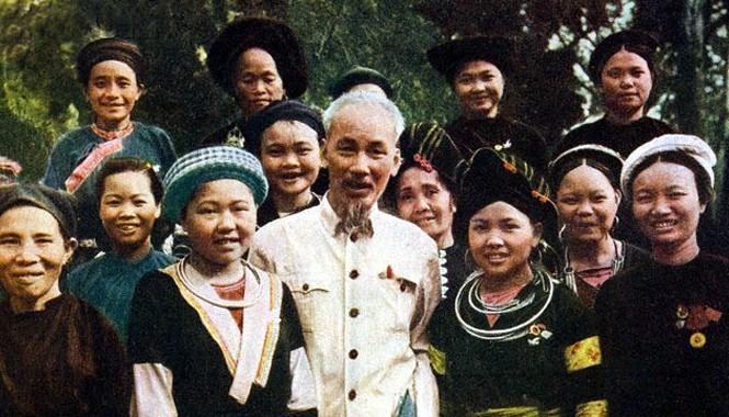 Trong Di chúc, Chủ tịch Hồ Chí Minh thể hiện rõ quyền được phục vụ và hưởng lợi ích là thuộc về Nhân dân